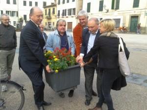 lucca_piazza_san_francesco_sindaco_commercianti_2